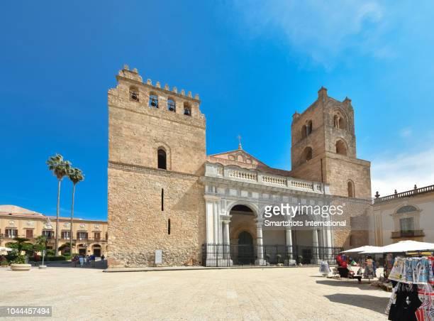 monreale cathedral facade in romanesque norman style in palermo, sicily, italy - forza italia foto e immagini stock
