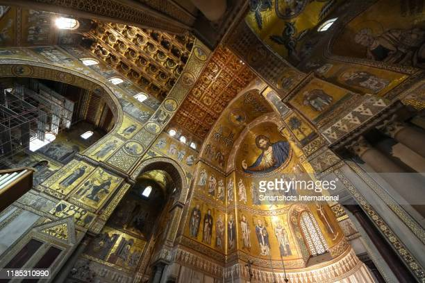 monreale cathedral with prominent christ pantocrator in the apse in palermo, sicily, italy - 使徒 ストックフォトと画像