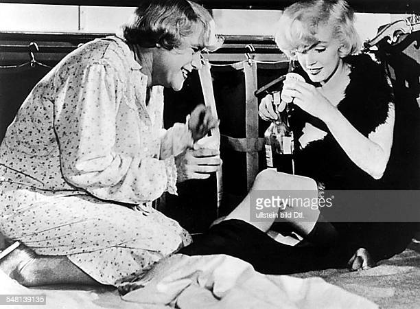 Monroe Marilyn Actress USA * Scene from the movie 'Some Like it Hot'' with Jack Lemmon as 'Daphne' in the sleeper cabin Directed by Billy Wilder USA...