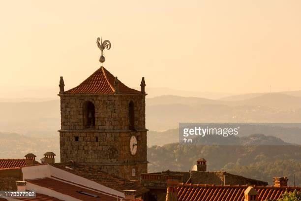 monsanto old town and church at sunset (idanha-a-nova), portugal - aldea fotografías e imágenes de stock