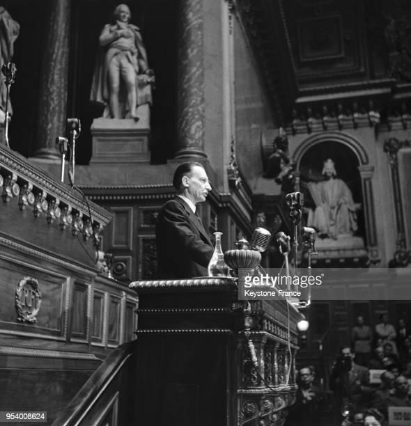 Monsieur de Gasperi chef de la délégation italienne pendant son discours à la tribune du Palais du Luxembourg à Paris France en 1946