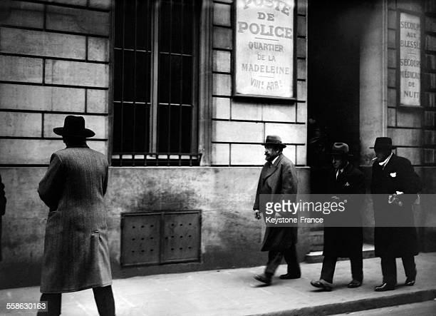 Monsieur Guebin directeur de la 'Confiance Vie' sortant du bureau du substitut au Petit Parquet ou il a ete entendu et arrete dans le scandale de...