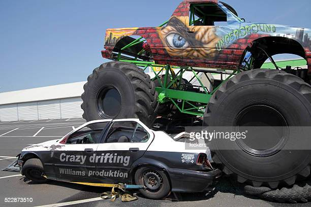 Monstertruck crushing car