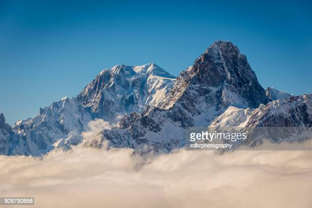 mont blanc above the clouds - monte bianco foto e immagini stock