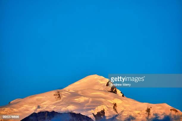 mont blanc at sunset with bight blue sky - pinnacle peak bildbanksfoton och bilder