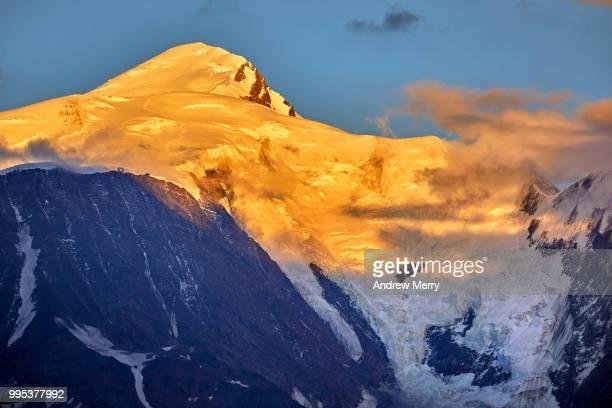mont blanc summit, peak at sunset with blue sky and clouds - pinnacle peak bildbanksfoton och bilder
