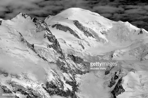 mont blanc summit, peak with clouds below - pinnacle peak stock pictures, royalty-free photos & images