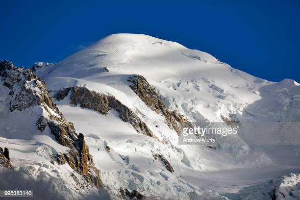 mont blanc summit, peak with dark blue sky - pinnacle peak stock pictures, royalty-free photos & images