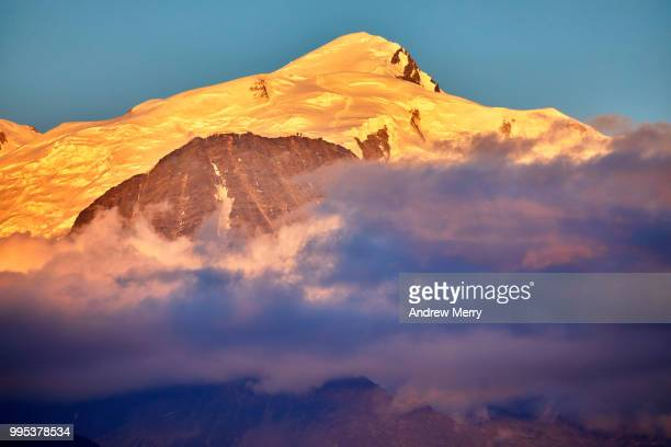 mont blanc with blue sky at sunset - pinnacle peak stock pictures, royalty-free photos & images
