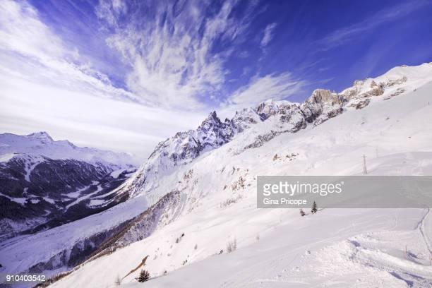 mont bouillard, panorama from mont blanc massif, italy. - クールマイヨール ストックフォトと画像