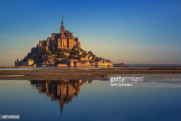 mont saint michel bay - モンサンミッシェル ストックフォトと画像