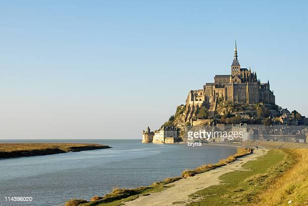 モンサンミッシェルと湾、ノルマンディ、フランス製です。 - モンサンミッシェル ストックフォトと画像