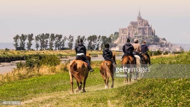 mont-saint-michel, normandia, de francia - cotentin photos et images de collection