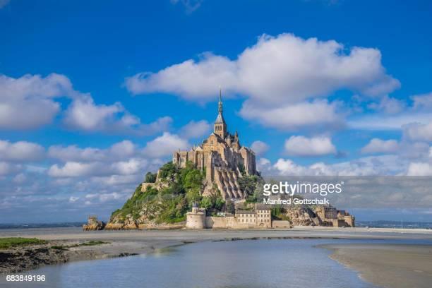 mont saint-michel normandy - モンサンミッシェル ストックフォトと画像