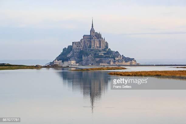 mont saint-michel (france) - frans sellies stockfoto's en -beelden