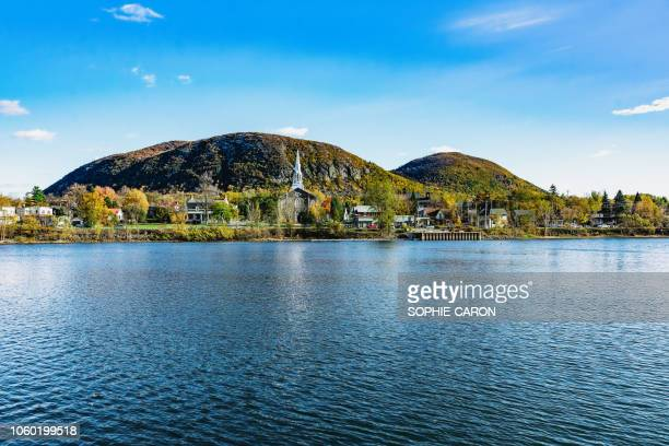 mont st-hilaire, automne - quebec stock pictures, royalty-free photos & images