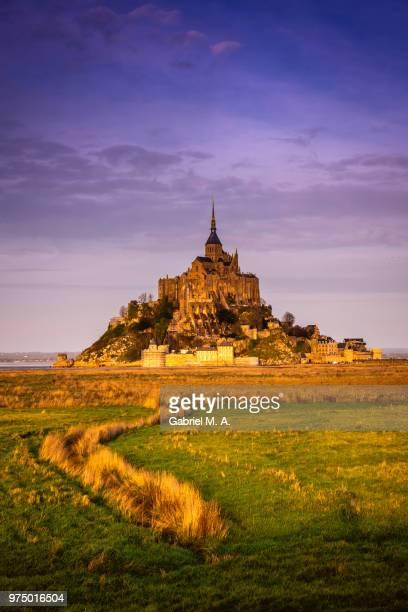 mont st-michel at sunset, normandy, france - モンサンミッシェル ストックフォトと画像