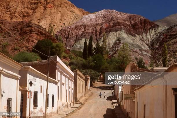 Montagne colorée de la Cerro de los Siete Colores dans la Quebrada de Humahuaca, en 1982, Argentine.
