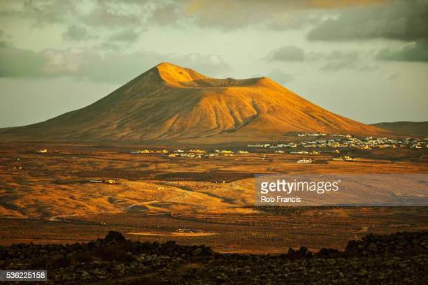 Montana Arena cone at sunset, one of a chain of volcanoes south of Corralejo, Villaverde, Fuerteventura, Canary Islands, Spain, Europe