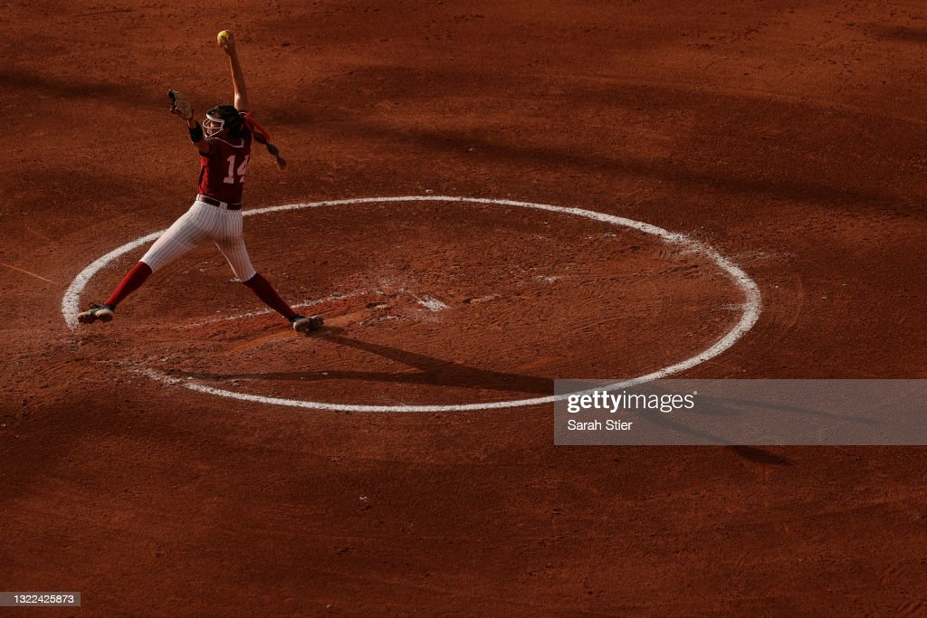 NCAA Division 1 Women's College World Series - Game 14 - Florida State v Alabama : News Photo