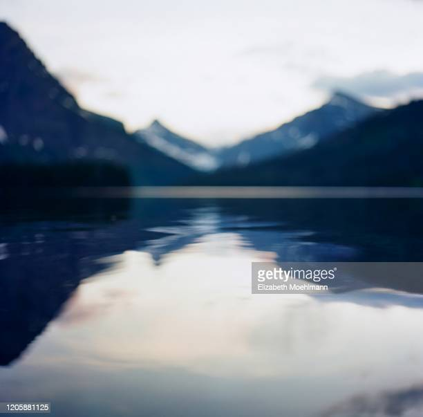 montana two medicine lake - lago two medicine montana - fotografias e filmes do acervo