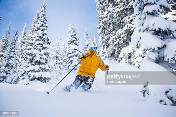 USA, Montana, Whitefish, Man skiing