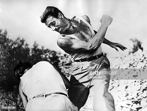 Montand Yves Actor France * Scene from the movie 'Le salaire de la peur'' Directed by HenriGeorges Clouzot France 1953 Vintage property of ullstein...