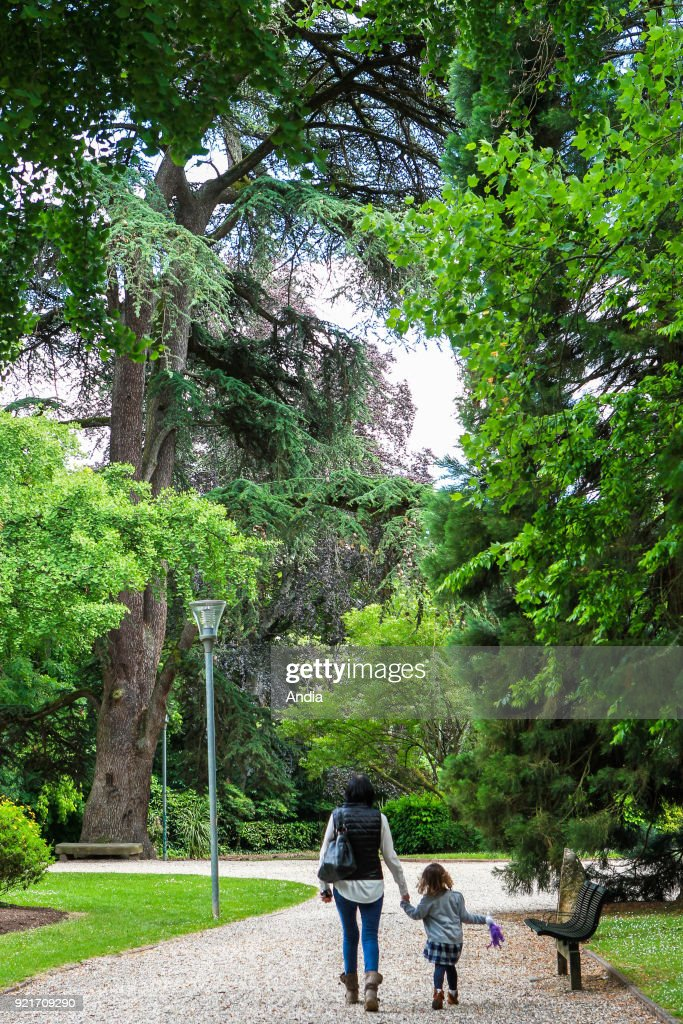 woman and her daughter having a walk in the 'jardin des Plantes' botanical garden.