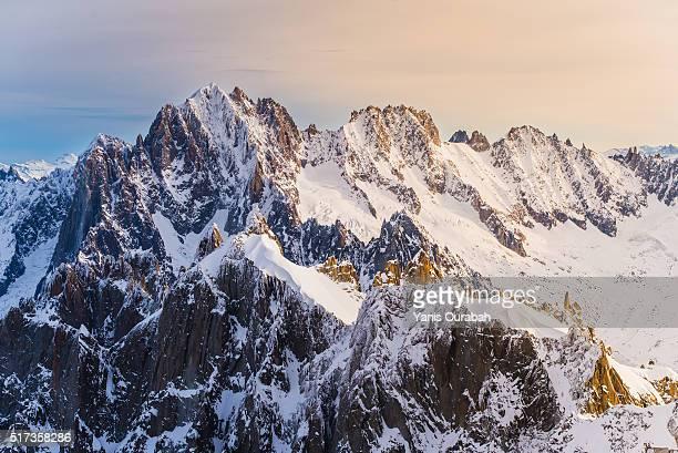 mont-blanc massif from chamonix mont blanc - aiguille du midi - valle blanche fotografías e imágenes de stock