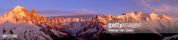 mont-blanc mountain range at sunset - nature stockfoto's en -beelden