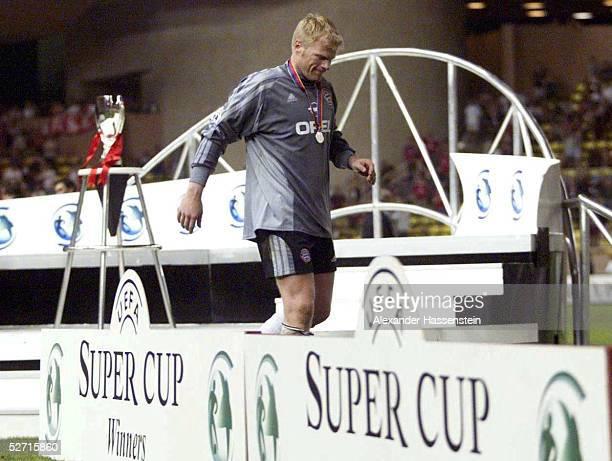 CUP 2001 FINALE Monte Carlo FC BAYERN MUENCHEN FC LIVERPOOL 23 UEFA SUPER CUP SIEGER 2001 FC LIVERPOOL TORWART Oliver KAHN/BAYERN verlaesst das...