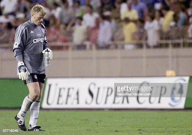 CUP 2001 FINALE Monte Carlo FC BAYERN MUENCHEN FC LIVERPOOL 23 UEFA SUPER CUP SIEGER 2001 FC LIVERPOOL ENTTAEUSCHUNG bei TORWART Oliver KAHN/BAYERN...