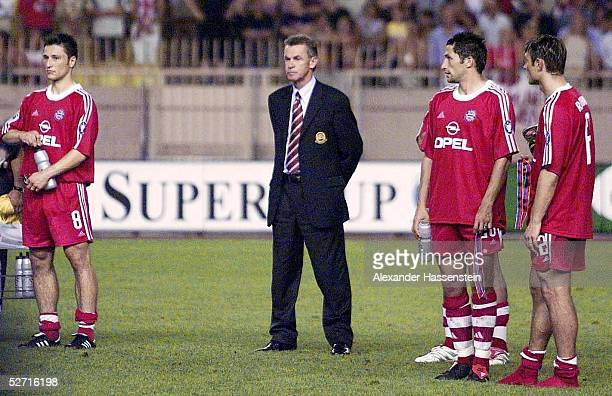 CUP 2001 FINALE Monte Carlo FC BAYERN MUENCHEN FC LIVERPOOL 23 UEFA SUPER CUP SIEGER 2001 FC LIVERPOOL ENTTAEUSCHUNG bei Niko KOVAC TRAINER Ottmar...