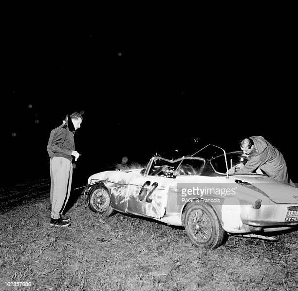 Monte Carlo Rally 1956. Allemagne Le rallye de Monte-Carlo, le 27 janvier 1956. De nuit, la voiture du pilote MICHELET, une Salmson, accidentée sue...