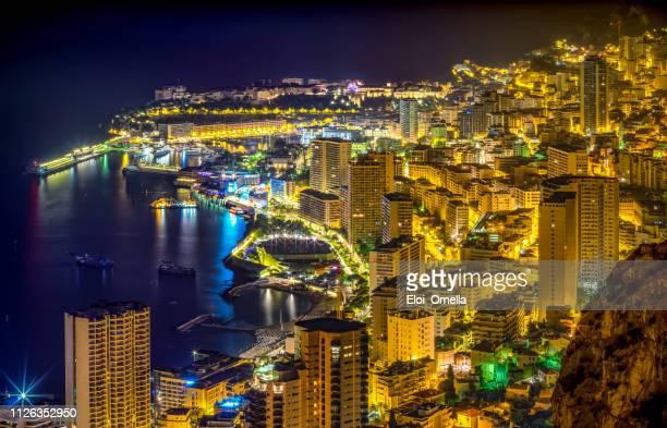 夜のモナコ モンテカルロ市 - モンテカルロ ストックフォトと画像