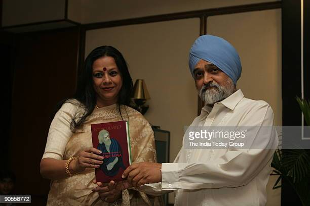Montek Singh Ahluwalia deputy chaiman planning commission releasing Ina Puri's book with Ina Puri New Delhi The book is on painter Manjit Bawa