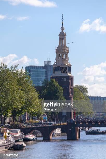 montelbaanstoren à amsterdam - gwengoat photos et images de collection