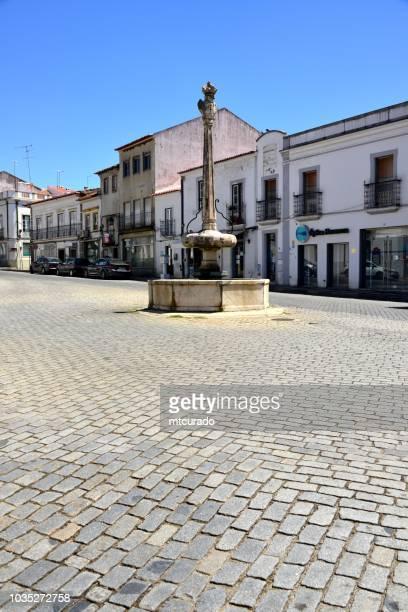 montemor-o-novo - 5 de outubro street and the 'rua nova' fountain, alentejo, portugal - calçada stock pictures, royalty-free photos & images