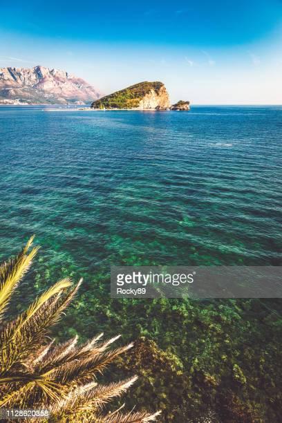 montenegro – bay of budva looking at island sveti nikola - kotor bay stock pictures, royalty-free photos & images