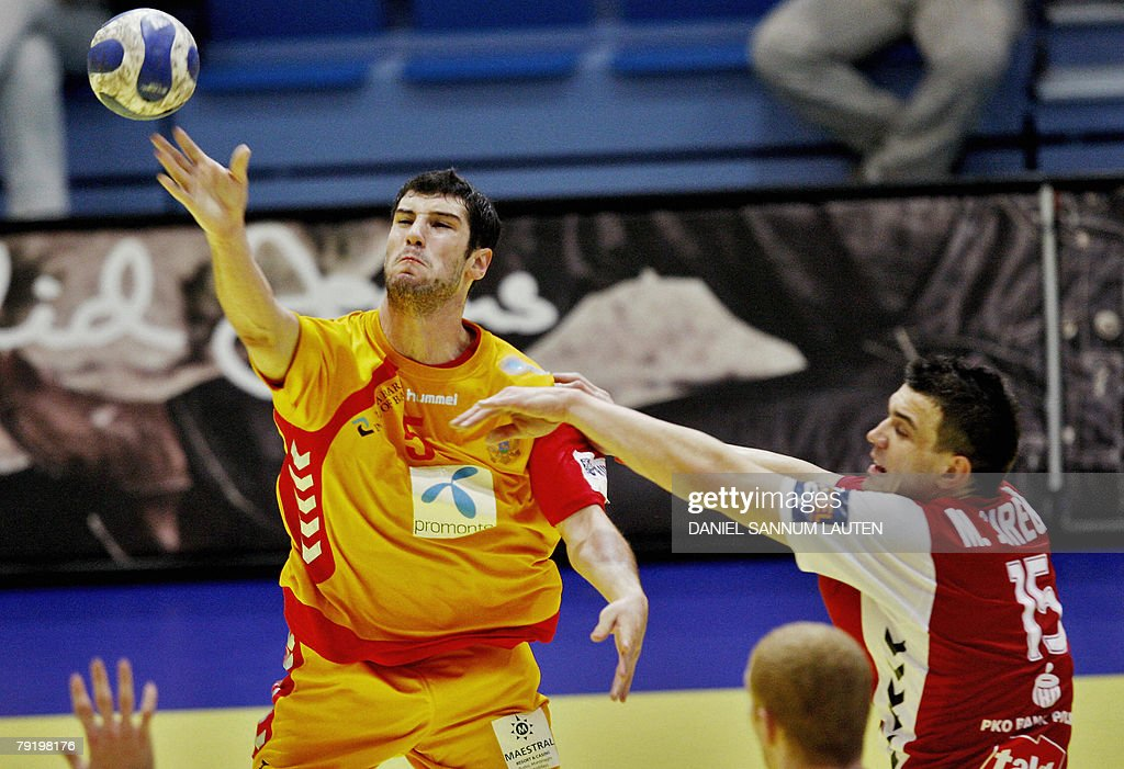 Montenegro's Mirko Milasevic (L) vies for the ball with Poland's Michal Jurecki (R) during their 8th Men's European Handball Championship Main Round match, 24 January 2008 at the Stavanger Idrettshall.
