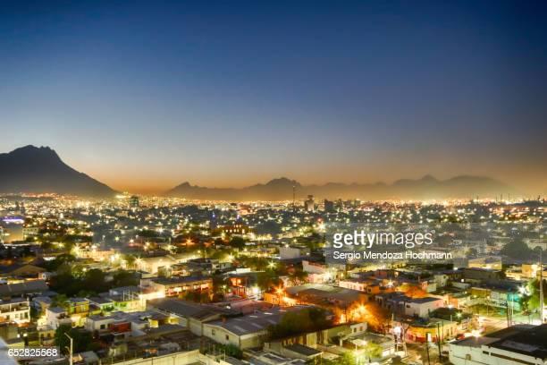 monterrey, mexico cityscape - monterrey mexico fotografías e imágenes de stock