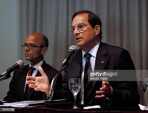 El ministro de Desarrollo Industria y Comercio Exterior de Brasil Luiz Fernando Furlan ofrece una conferencia de prensa junto al embajador brasileno...
