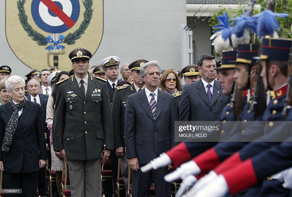 (I a D) La ministra de Defensa de Urugua : News Photo
