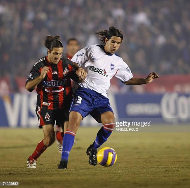Nacional's Mathias Cardaccio vies with Cucuta's Willers Valencia during their Libertadores Cup football match 22 May 2007 in Montevideo AFP...