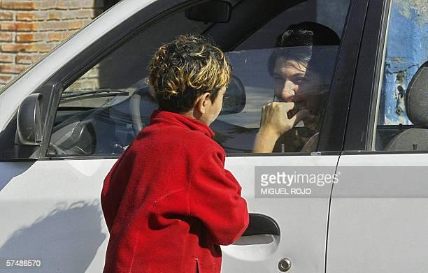 Un nino pide limosna en un semaforo en Montevideo el 28 de abril de 2006 El presidente del Instituto del Nino y Adolescente del Uruguay Victor Giorgi...