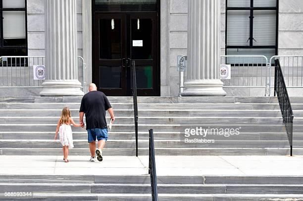 montgomery county court house, in norristown, pennsylvania - gerechtsgebouw stockfoto's en -beelden