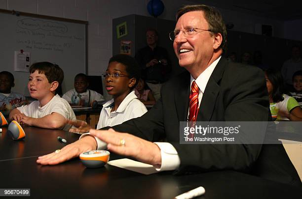 Montgomery Schools Superintendent Jerry D Weast does a firstday press conference at Parkland Magnet Middle School for 'rospace Technology in...