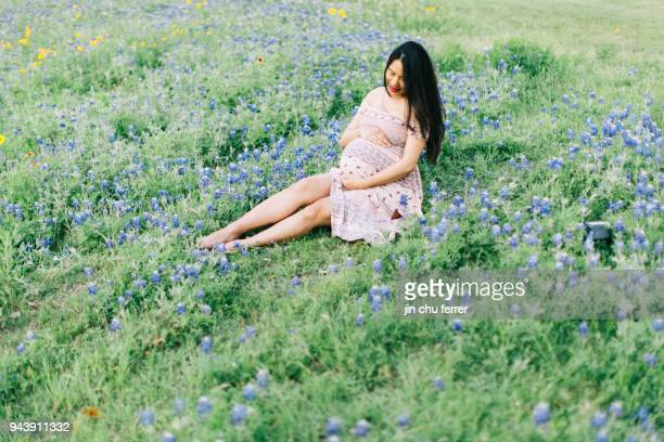 9 Month Maternity Shoot With Bluebonnets