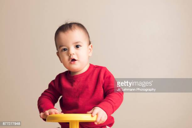 15 month old fraternal twin plays with sit in spin at home - 1歳以上2歳未満 ストックフォトと画像