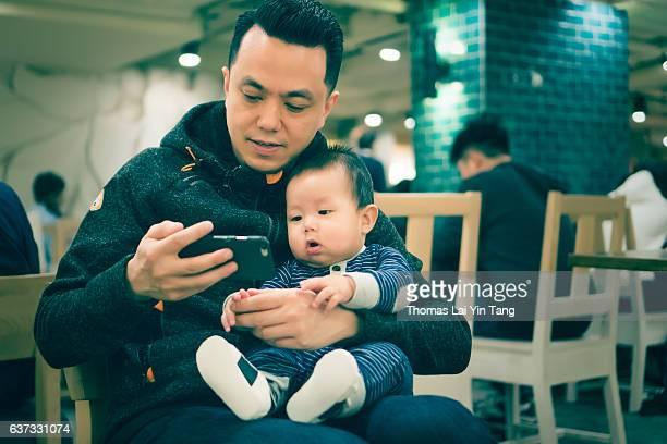 7 months old baby at coffee shop - my lai sit fotografías e imágenes de stock